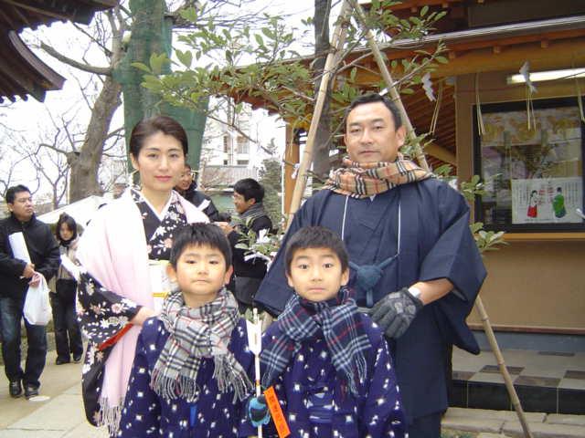 松戸神社で記念撮影
