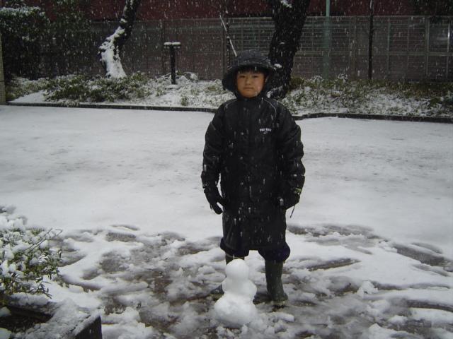 雪だるまを作り終えた下の子