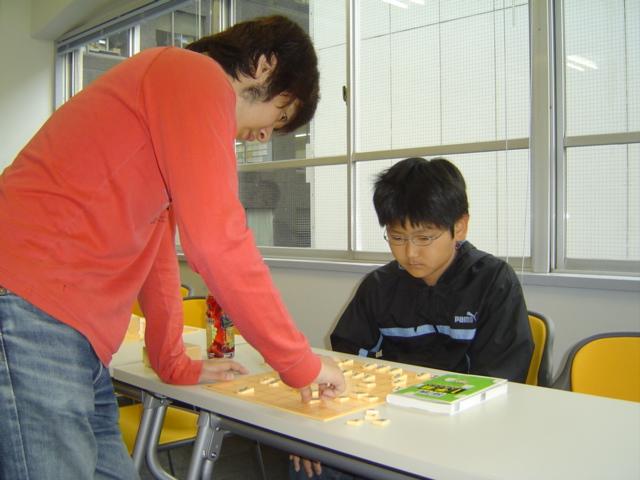 将棋教室で天野三段の指導を受ける下の子