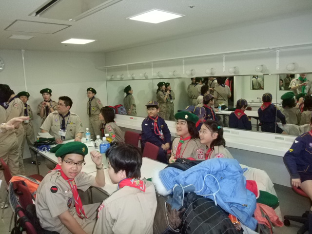 FNS チャリティトーク&ライブ'09 リハーサルを終えて楽屋にて子供達