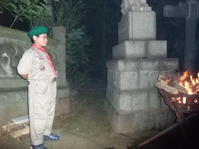 赤坂氷川祭でボーイスカウトの奉仕活動をする下の子