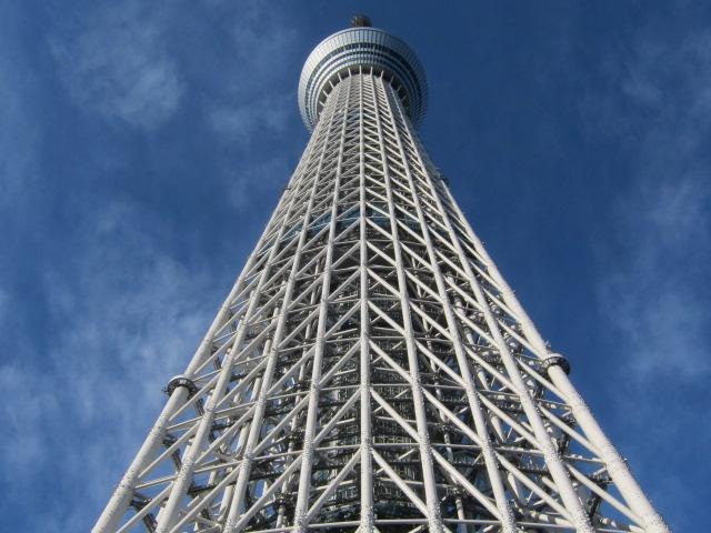 ほぼ直下から望む東京スカイツリー