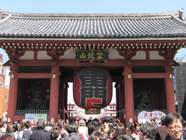 十三参りで浅草寺に参詣 (雷門)