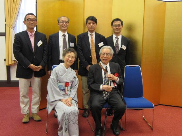 京都大学時計台ホールにて恩師夫妻と我が同期生